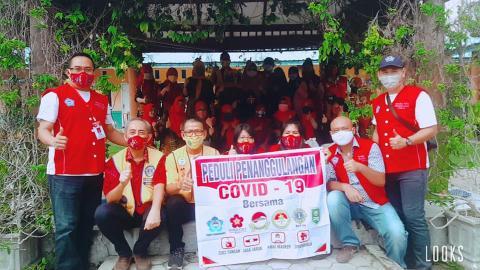 Foto bersama Relawan Tionghoa Peduli Covid-19 dengan para Pengurus dan anggota IGTKI Tenayan Raya.