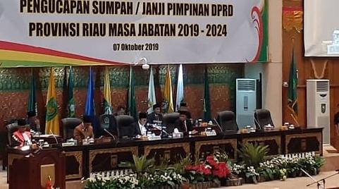Rapat Paripurna dalam rangka Pelantikan serta Pengucapan Sumpah/Janji Ketua DPRD Riau terpilih masa bhakti 2019 - 2024.