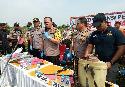 Kapolda Riau Irjen PolDrs Widodo Eko Prihastopo MM saat Konferensi Pers tersangka korporasi Karhutla.