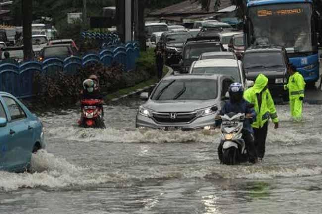Banjir di Kota Pekanbaru kerap terjadi di musim hujan.