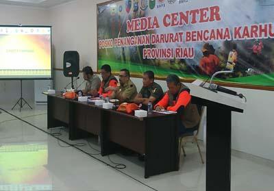Rapat evaluasi membahas penanganan darurat bencana Kebakaran Hutan dan Lahan (Karhutla) Provinsi Riau.