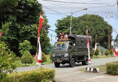 Mobil truk milik TNI mengangkut massa pendemo pulang ke rumah mereka masing-masing, Jumat (30/8/2019).