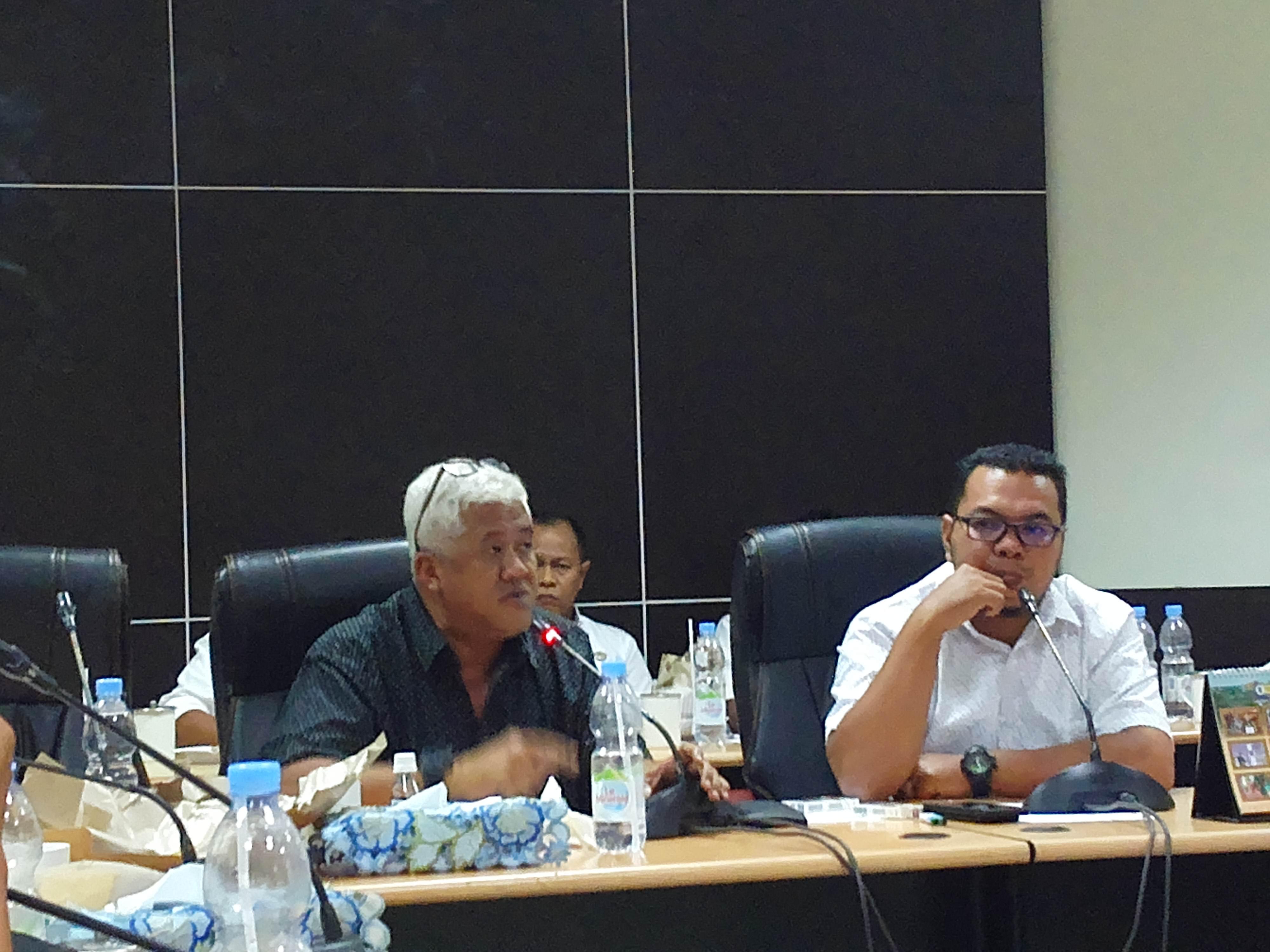 Edy Haryanto Sindrang saat sampaikan tanggapan pada RDP di ruang Banggar DPRD Kabupaten Inhil.