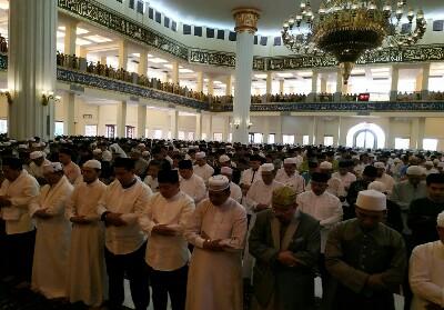 Suasana pelaksanaan Salat Id di Masjid Islamic Center Rohul.