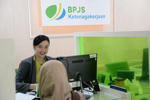 Suasana pelayanan di kantor BPJS Ketenagakerjaan.