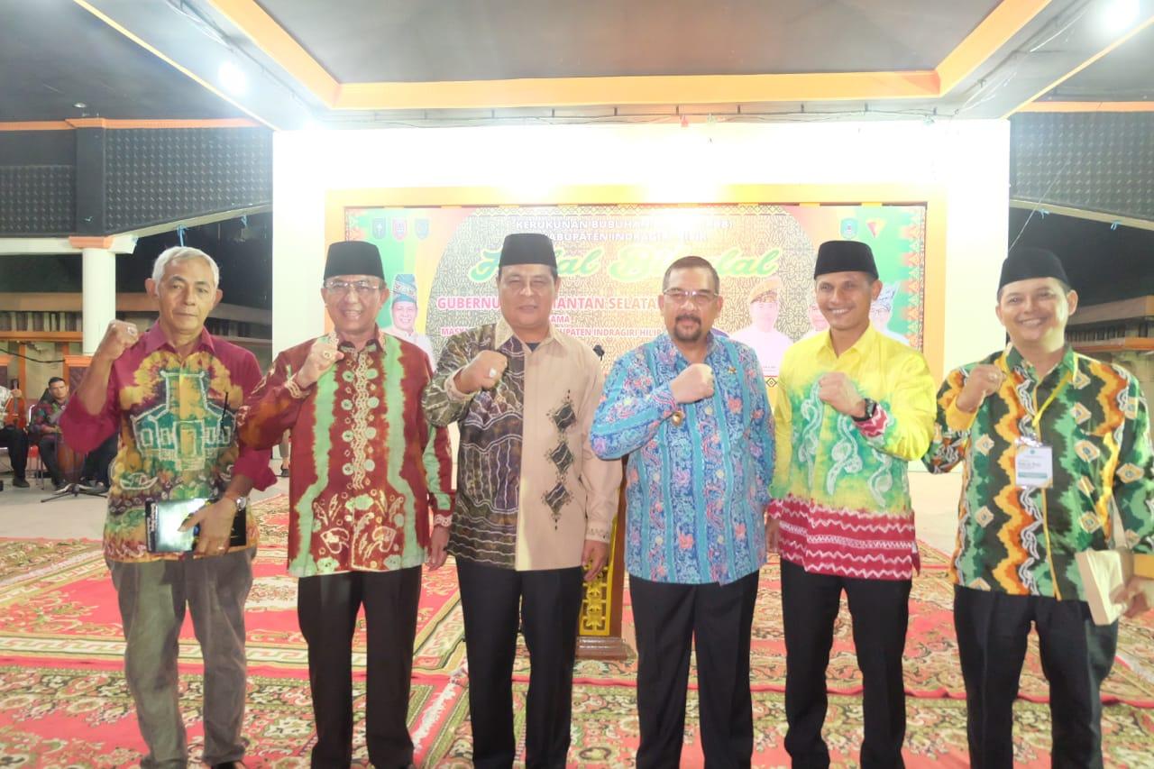 Foto bersama pada acara Halal Bihalal bersama Gubernur Provinsi Kalimantan Selatan, Sahbirin Noor, Jumat (27/7/2019) di Tembilahan