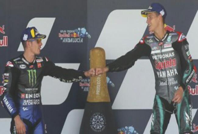 Maverick Vinales (kiri) dan Fabio Quartararo sama-sama mengendarai motor Yamaha. Foto: CNNIndonesia