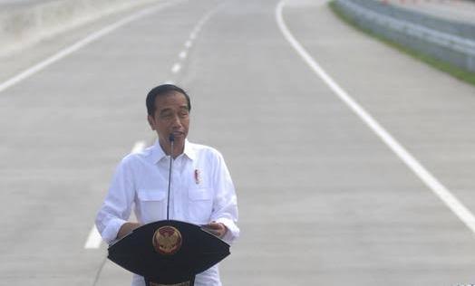 Presiden Jokowi saat peresmian salah satu tol.