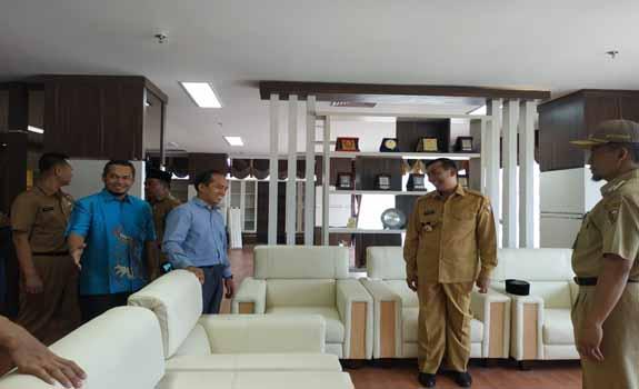 Anggota DPRD Pekanbaru silaturahmi ke Walikota Pekanbaru Firdaus.