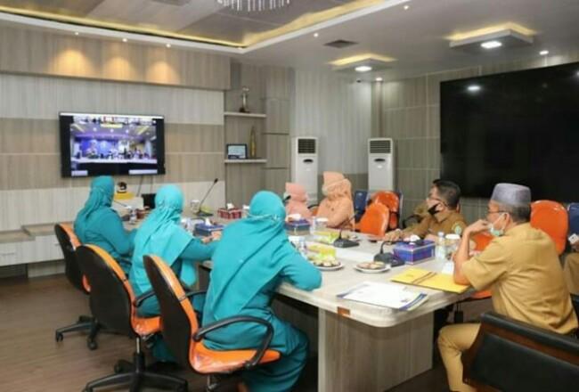 Pj Sekda Siak saat video conference bersama Gubri. Foto: Hariantimes