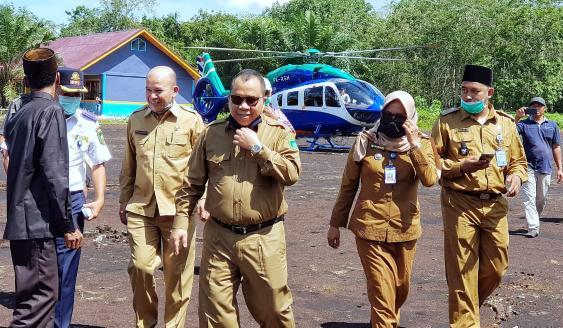 Bupati Kepulauan Meranti, Drs Irwan tiba di Desa Tanjung Padang, Kecamatan Tasik Putripuyu, Senin (24/8/2020).