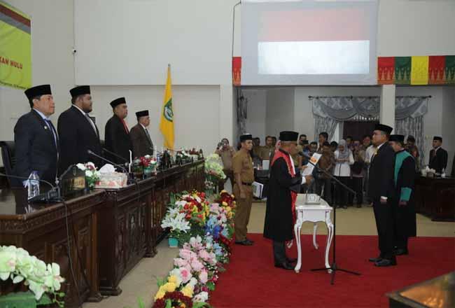Ketua PN PasirPangaraian Sunoto, mengambil sumpah jabatan dan melantik Nono Patria Pratama, sebagai Wakil Ketua DPRD Rohul priode 2019- 2024 melalui Sidang Paripurna DPRD Rohul.