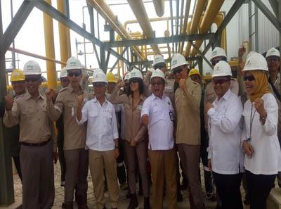 Foto bersama saat kunjungan kerja ke fasilias produksi SGP II .