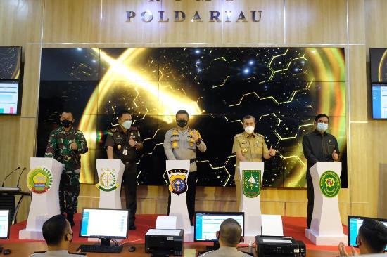 Kapolda Riau Irjen Pol Agung Setya Imam Effendi meluncurkan Pelayanan Terpadu Online Polda Riau.
