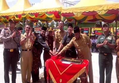 Image result for Bupati Rokan Hilir H Suyatno AMp meresmikan gedung baru pusat kesehatan masyarakat (Puskesmas) Bagansiapiapi,