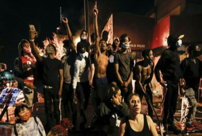 Gelombang demonstrasi dipicu kematian George Floyd di Amerika Serikat. Foto: CNNIndonesia