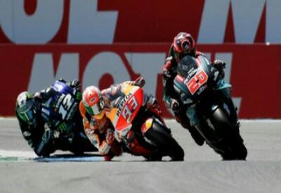 Marc Marquez dikepung Yamaha pada balapan MotoGP Belanda 2019.