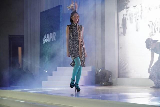 """Dalam gelaran gala Dinner """"Everything Indonesia"""", sebanyak 11 desainer yang tergabung dalam Indonesia Fashion Chamber (IFC) memamerkan kreasi batik menggunakan bahan baku 100% rayon yang diproduksi oleh APR."""