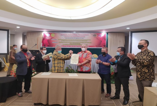 AAI dan PWI Riau teken MoU.