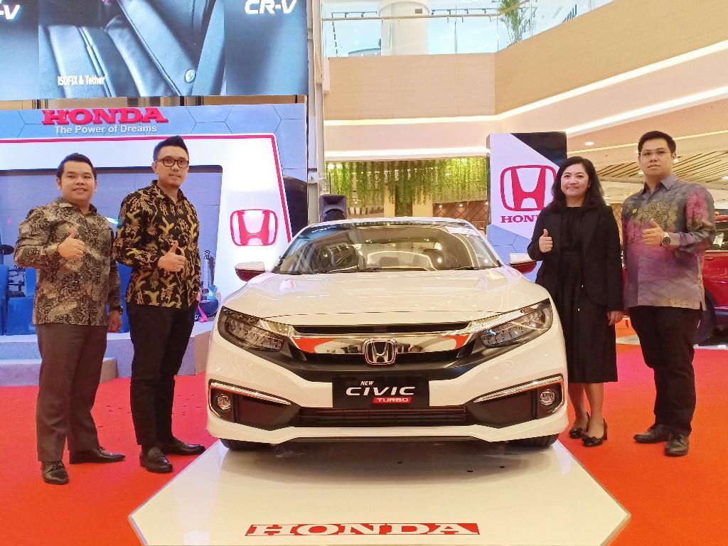 Launching New Mobilio dan Civic di Living World