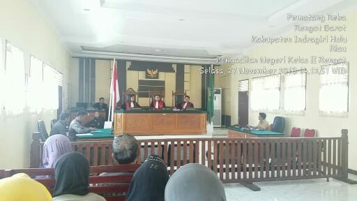 Sidang class Action di Pengadilan Negri Rengat Klas II yang dipimpin oleh ketu Majelis Hakim Omori Sitorus SH didampingi hakim anggota Debora Manullang SH dan Imannuel MP Sirait SH.