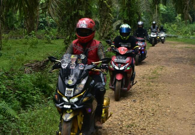Komunitas Yamaha Aerox 155 VVA touring ke Air Terjun Lubuk Ngino.