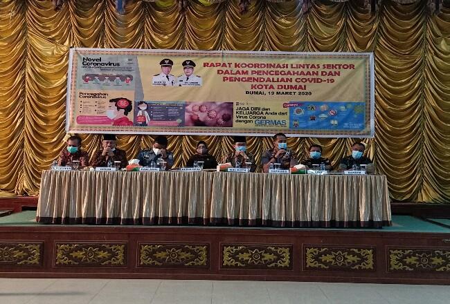 Rapat penetapan status siaga darurat yang dilaksanakan di gedung Pendopo Jalan Putri Tujuh Kota Dumai Kamis (19/3/2020).