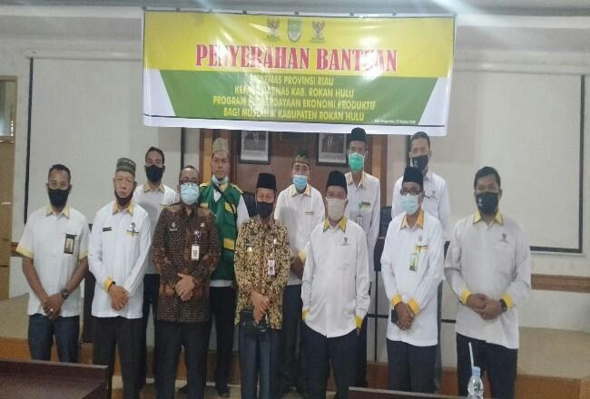 Pjs Bupati Rohul Masrul Kasmy, foto bersama Ketua BAZNas Riau, BAZNas Rohul, Ketua BWI Rohul dan komisioner lainnya.