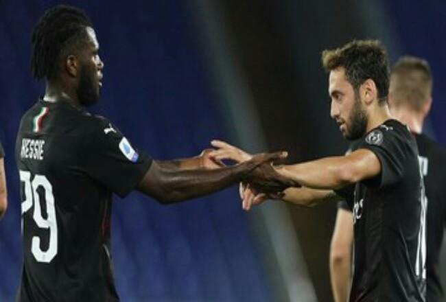 AC Milan bermain imbang 2-2 melawan Napoli. Foto: CNNIndonesia