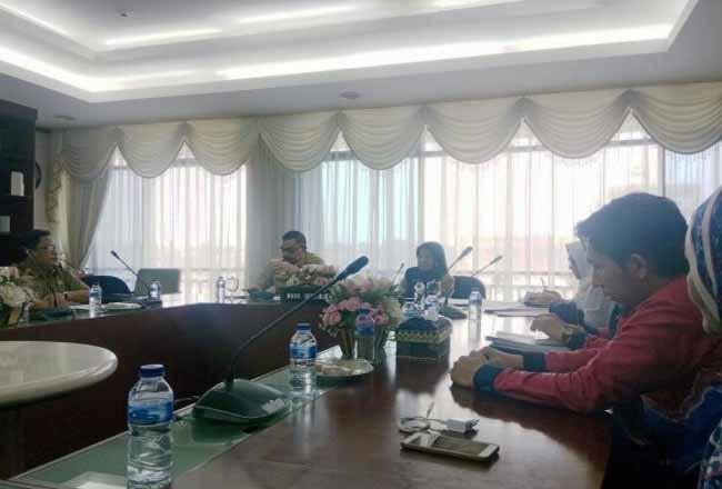 Wakil Gubernur Riau Edy Natar Nasution mengadakan pertemuan untuk mengatasi HIV/AIDS di Riau.