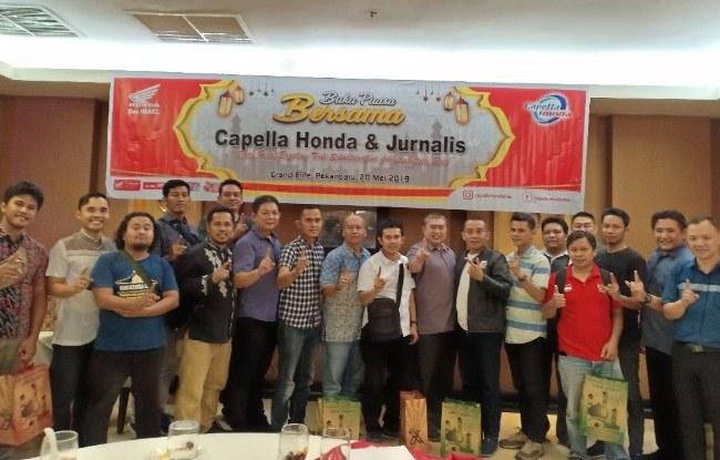 Manajemen PT CDN foto bersama jurnalis saat bukber