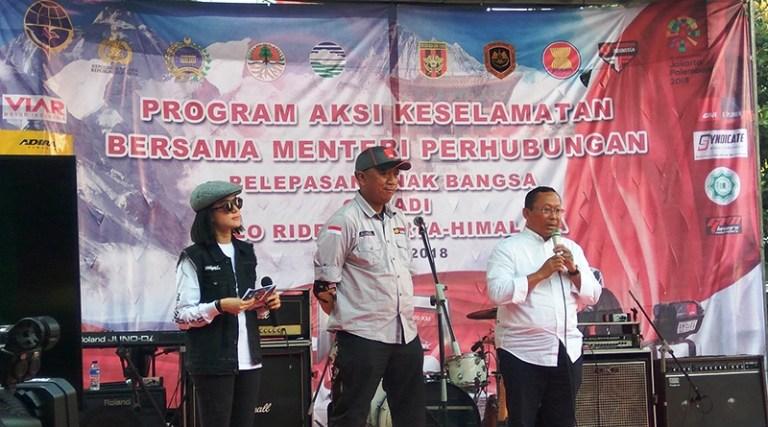 Bro Gunadi (tengah) saat terima arahan dan pesan dari perwakilan Kementrian Perhubungan RI.