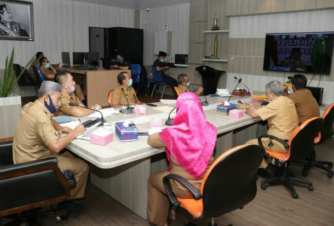 Penjabat Sekda Siak Jamaluddin saat video conference.
