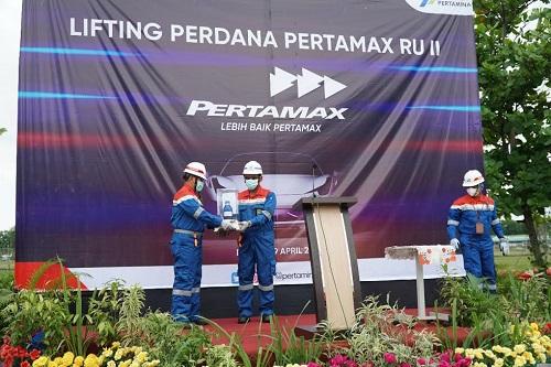 Pertamina melalui Refinery Unit (RU) II Dumai lakukan lifting perdana produk Pertamax, Jumat (9/4/2021).