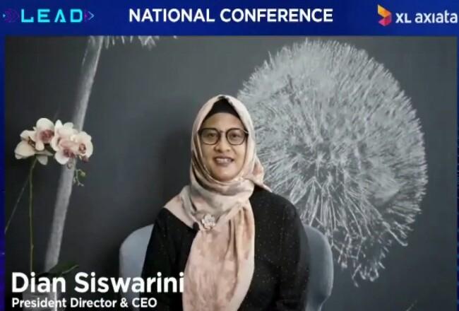 Presiden Direktur dan CEO XL Axiata, Dian Siswarini, mengukuhkan mahasiswa baru XL Future Leaders (XLFL) angkatan kesembilan, secara virtual dalam acara tahunan National Conference 2020, Sabtu (12/12/2020).