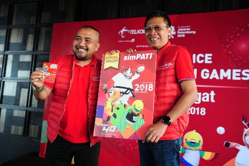 Executive Vice President Telkomsel Area Sumatera Paulus Djatmiko dan Vice President Sales & Marketing Telkomsel Area Sumatera Erwin Tanjung Memaparkan Optimisme Telkomsel Selaku Official Mobile Partner untuk mensukseskan Asian Games 2018
