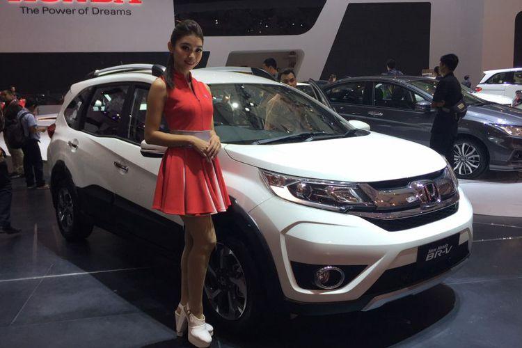 Honda BR-V mengalami penyegaran tampilan minor, terjadi ubahan pada desain bemper dan beberapa detail lain
