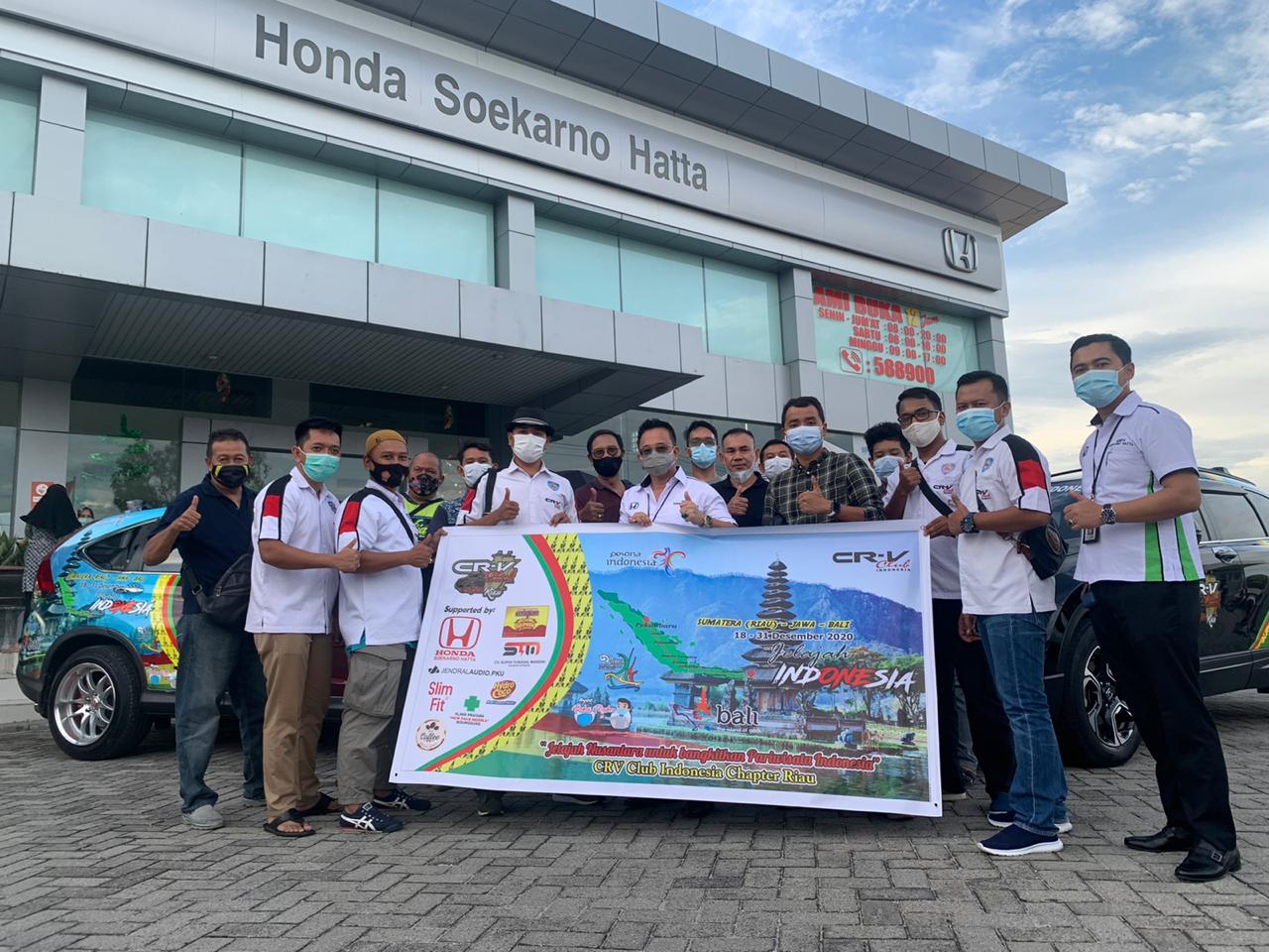 Komunitas CCI Chapter Riau berfoto bersama manajemen HSH di showroom HSH Jl Soekarno Hatta, Pekanbaru