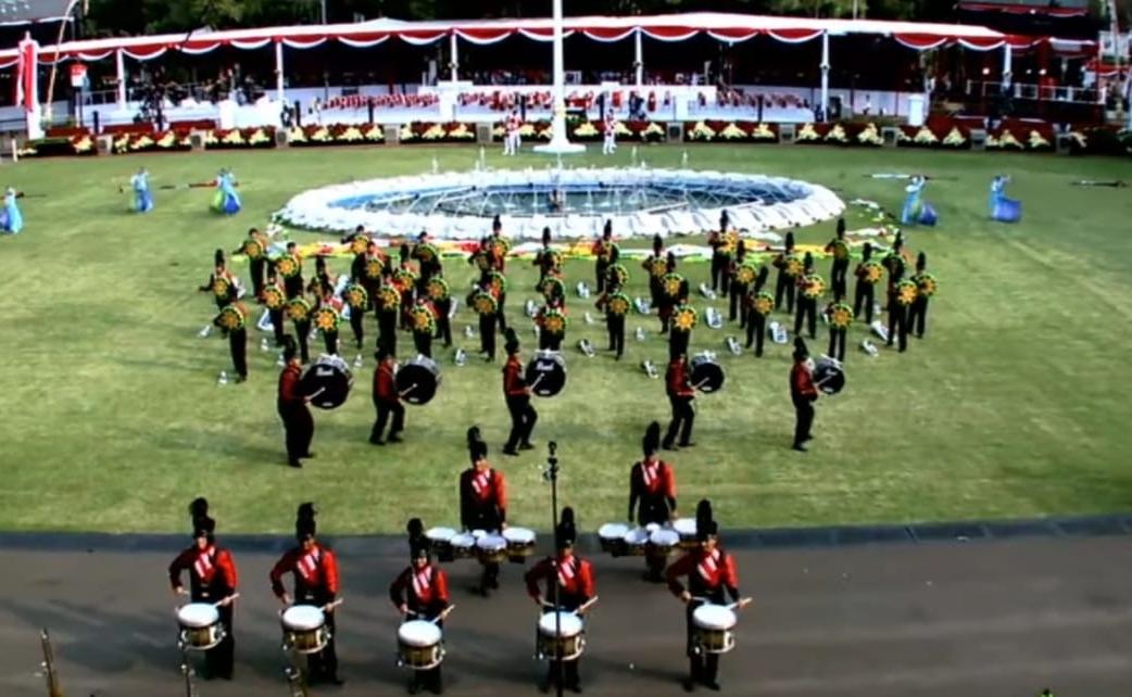 Marching Band Bahana Cendana Kartika (MB BCK) Duri tampil di istana negara.