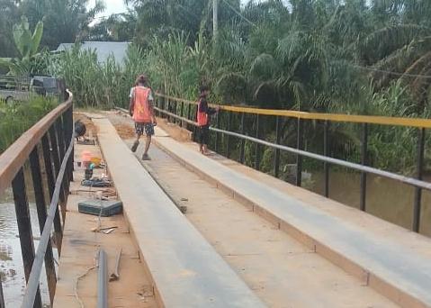 Jembatan Uso Ulok di Desa Ulak Patin Kecamatan Kepenuhan yang sudah diperbaiki Dinas PUPR Rohul.