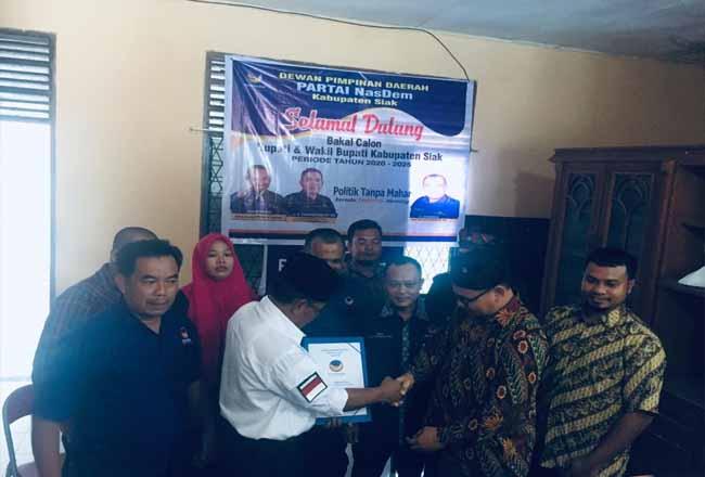 Master Hamzah mendaftar sebagai bakal calon Bupati Siak di Partai Nasdem.