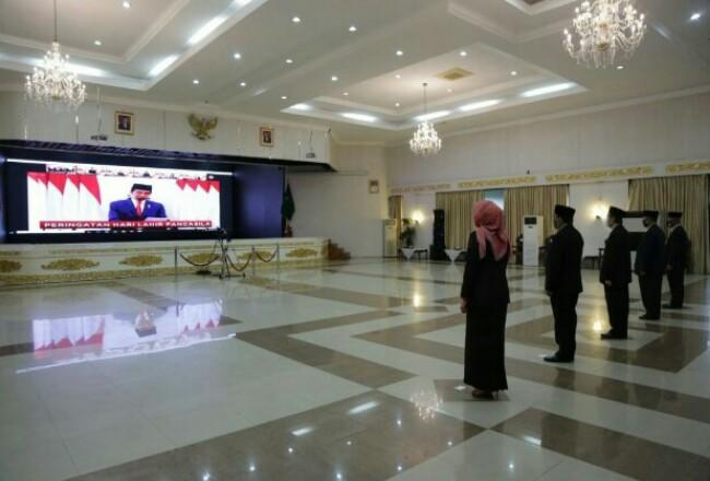 Pemprov Riau saat mengikuti Upacara Hari Lahirnya Pancasila secara virtual.