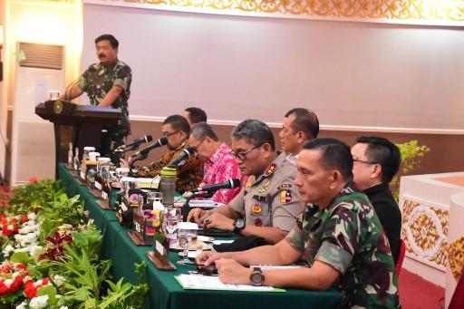 Rapat koordinasi penanganan dan pencegahan Karhutla di kediaman Gubernur Riau, Sabtu (14/9/2019) sore.