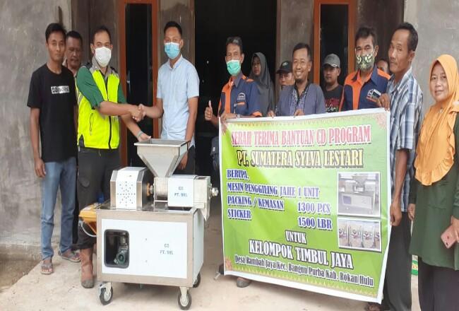 Bantuan mesin giling untuk Poktan Timbul Jaya.