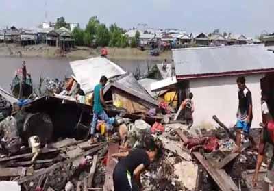 Longsor di Inhil mengakibatkan 10 rumah ambruk.