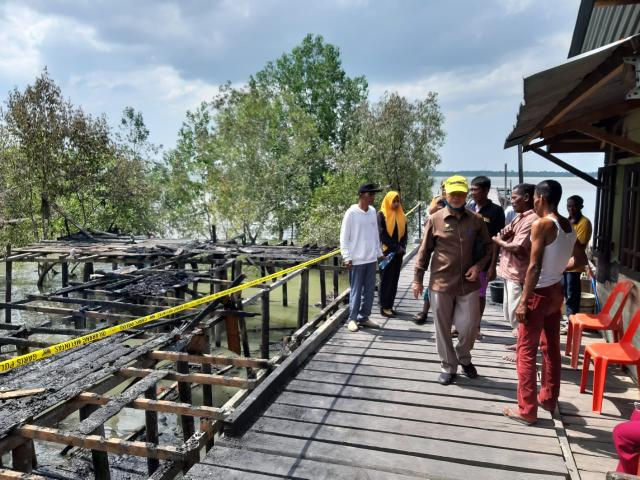 Wakil Bupati meminta agar Muslim tawakal atas musibah kebakaran yang menimpanya.