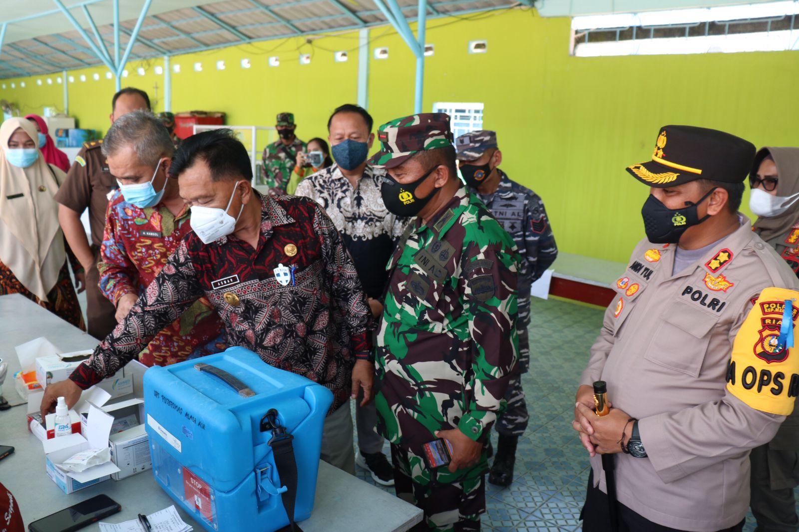 Peninjauan serbuan vaksinasi TNI-Polri di Kabupaten Kepulauan Meranti