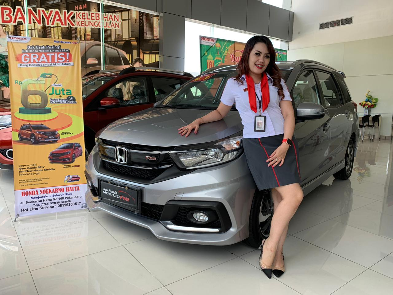 Sales counter Diler Honda Soekarno Hatta Pekanbaru disamping All New Mobilio