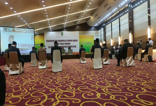 Gubernur Riau Syamsuar melantik 20 Pejabat Eselon II Pemprov Riau, Senin (15/6/2020).