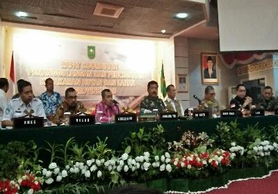 Rapat tertutup dalam upaya penanggulangan kebakaran hutan dan lahan di Riau.